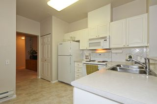 "Photo 12: 106 1369 56TH Street in Tsawwassen: Cliff Drive Condo for sale in ""WINDSOR WOODS"" : MLS®# V910693"