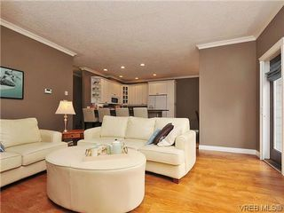 Photo 4: 969 Cavalcade Terr in VICTORIA: La Florence Lake Single Family Detached for sale (Langford)  : MLS®# 622566