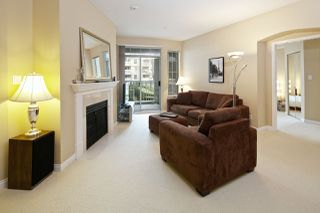 """Photo 4: 212 5835 HAMPTON Place in Vancouver: University VW Condo for sale in """"St. James"""" (Vancouver West)  : MLS®# R2037637"""