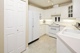 """Photo 7: 212 5835 HAMPTON Place in Vancouver: University VW Condo for sale in """"St. James"""" (Vancouver West)  : MLS®# R2037637"""