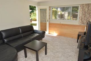 Photo 11: 5473 WAKEFIELD Road in Sechelt: Sechelt District House for sale (Sunshine Coast)  : MLS®# R2103493