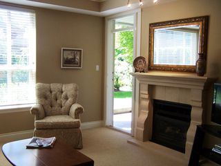 Photo 2: 109 1787 154TH Street in South Surrey White Rock: Home for sale : MLS®# F1018460