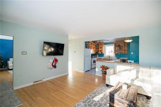 Photo 2: 453 Harold Avenue West in Winnipeg: West Transcona Residential for sale (3L)  : MLS®# 1831529