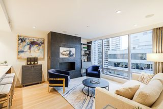 "Photo 8: 2207 1111 ALBERNI Street in Vancouver: West End VW Condo for sale in ""Shangri-La"" (Vancouver West)  : MLS®# R2335303"