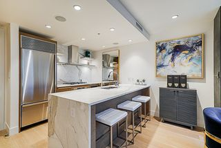 "Photo 4: 2207 1111 ALBERNI Street in Vancouver: West End VW Condo for sale in ""Shangri-La"" (Vancouver West)  : MLS®# R2335303"