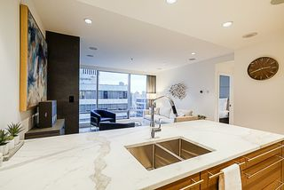 "Photo 5: 2207 1111 ALBERNI Street in Vancouver: West End VW Condo for sale in ""Shangri-La"" (Vancouver West)  : MLS®# R2335303"