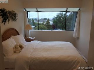 Photo 3: 402 3274 Glasgow Avenue in VICTORIA: SE Quadra Condo Apartment for sale (Saanich East)  : MLS®# 405924