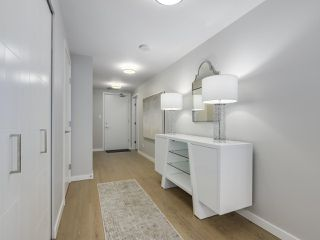 "Photo 2: 910 2888 CAMBIE Street in Vancouver: Fairview VW Condo for sale in ""The Spot"" (Vancouver West)  : MLS®# R2343734"