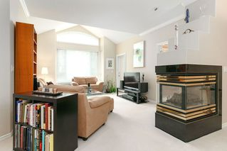 """Photo 7: 405 3280 PLATEAU Boulevard in Coquitlam: Westwood Plateau Condo for sale in """"CAMELBACK"""" : MLS®# R2367724"""