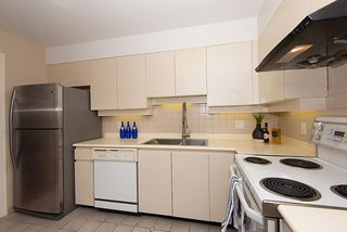 Photo 11: 302 2108 W 38TH Avenue in Vancouver: Kerrisdale Condo for sale (Vancouver West)  : MLS®# R2368154