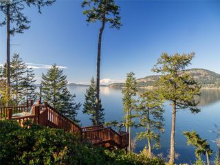 Photo 1: 9915 Conery Crescent in PENDER ISLAND: GI Pender Island Single Family Detached for sale (Gulf Islands)  : MLS®# 412802