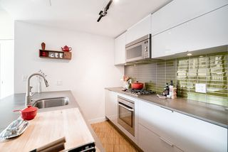 """Photo 8: 908 128 W CORDOVA Street in Vancouver: Downtown VW Condo for sale in """"Woodwards - W43"""" (Vancouver West)  : MLS®# R2396406"""
