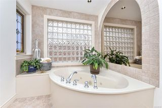 Photo 28: 1801 Hollywood Cres in : Vi Fairfield East Half Duplex for sale (Victoria)  : MLS®# 856497