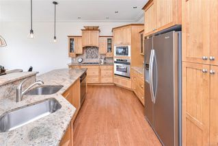Photo 9: 1801 Hollywood Cres in : Vi Fairfield East Half Duplex for sale (Victoria)  : MLS®# 856497