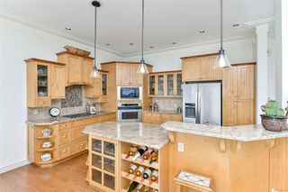 Photo 8: 1801 Hollywood Cres in : Vi Fairfield East Half Duplex for sale (Victoria)  : MLS®# 856497