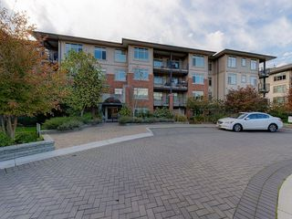 "Photo 1: 102 9199 TOMICKI Avenue in Richmond: West Cambie Condo for sale in ""MERIDIAN GATE"" : MLS®# R2006928"