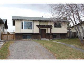Photo 1: 75 WHITMAN Crescent NE in Calgary: Whitehorn House for sale : MLS®# C4038203