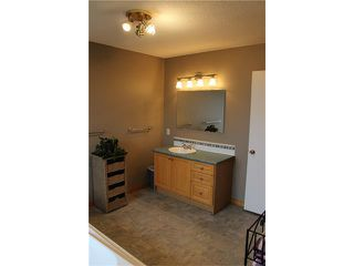 Photo 8: 75 WHITMAN Crescent NE in Calgary: Whitehorn House for sale : MLS®# C4038203