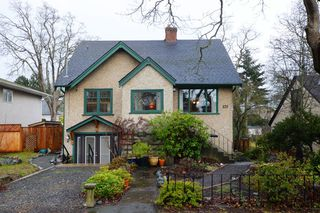 Photo 2: 979 Easter Rd in VICTORIA: SE Quadra Single Family Detached for sale (Saanich East)  : MLS®# 749144