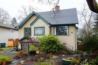 Photo 1: 979 Easter Rd in VICTORIA: SE Quadra Single Family Detached for sale (Saanich East)  : MLS®# 749144