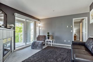Photo 2: 215 20896 57 Avenue in Langley: Langley City Condo for sale : MLS®# R2168965