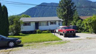 Photo 1: 260 CARIBOO Avenue in Hope: Hope Center House for sale : MLS®# R2184898