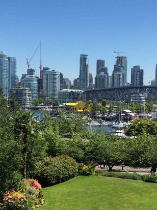 Photo 2: 309 1490 PENNYFARTHING DRIVE in Vancouver: False Creek Condo for sale (Vancouver West)  : MLS®# R2184883