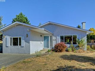 Photo 1: 1216 Loenholm Rd in VICTORIA: SW Layritz House for sale (Saanich West)  : MLS®# 769227