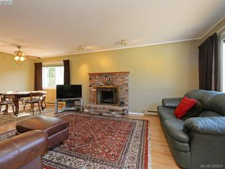 Photo 2: 1216 Loenholm Rd in VICTORIA: SW Layritz House for sale (Saanich West)  : MLS®# 769227