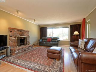 Photo 3: 1216 Loenholm Rd in VICTORIA: SW Layritz House for sale (Saanich West)  : MLS®# 769227