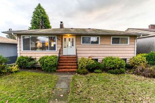 """Photo 1: 3756 IRMIN Street in Burnaby: Suncrest House for sale in """"SUNCREST"""" (Burnaby South)  : MLS®# R2226310"""