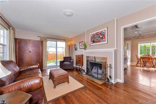 Photo 3: 1559 Bay St in VICTORIA: Vi Fernwood Single Family Detached for sale (Victoria)  : MLS®# 784514