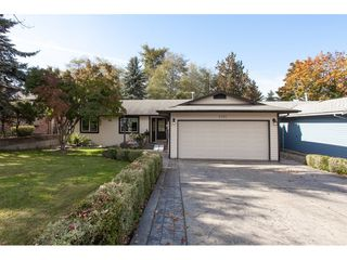 Photo 4: 6325 180A Street in Surrey: Cloverdale BC House for sale (Cloverdale)  : MLS®# R2314641
