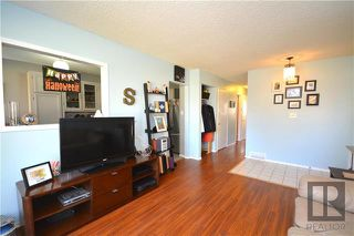 Photo 4: 308 Dowling Avenue East in Winnipeg: East Transcona Residential for sale (3M)  : MLS®# 1828540