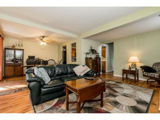 """Photo 3: 4 33951 MARSHALL Road in Abbotsford: Central Abbotsford Townhouse for sale in """"Arrowwood Village"""" : MLS®# R2348163"""