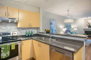 "Photo 4: 103 137 E 1ST Street in North Vancouver: Lower Lonsdale Condo for sale in ""CORONADO"" : MLS®# R2053942"