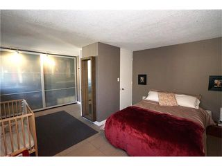 Photo 9: 2411 54 Avenue SW in Calgary: North Glenmore Park House for sale : MLS®# C4081948