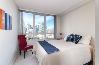 """Photo 6: 17D 199 DRAKE Street in Vancouver: Yaletown Condo for sale in """"Concordia I"""" (Vancouver West)  : MLS®# R2215450"""