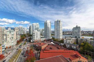 """Photo 1: 17D 199 DRAKE Street in Vancouver: Yaletown Condo for sale in """"Concordia I"""" (Vancouver West)  : MLS®# R2215450"""