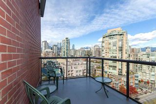 """Photo 8: 17D 199 DRAKE Street in Vancouver: Yaletown Condo for sale in """"Concordia I"""" (Vancouver West)  : MLS®# R2215450"""