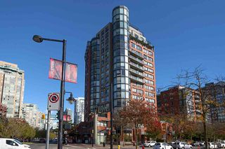 """Photo 2: 17D 199 DRAKE Street in Vancouver: Yaletown Condo for sale in """"Concordia I"""" (Vancouver West)  : MLS®# R2215450"""