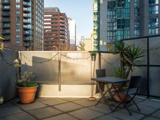 "Photo 9: 304 1212 HOWE Street in Vancouver: Downtown VW Condo for sale in ""1212 HOWE by Wall Financial"" (Vancouver West)  : MLS®# R2221746"