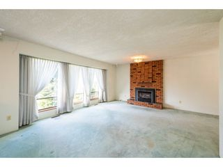 Photo 3: 15663 97 Avenue in Surrey: Guildford House for sale (North Surrey)  : MLS®# R2261045