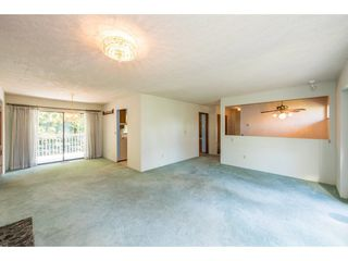 Photo 4: 15663 97 Avenue in Surrey: Guildford House for sale (North Surrey)  : MLS®# R2261045