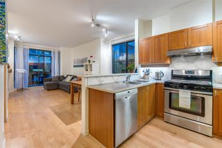 "Photo 4: 105 2688 VINE Street in Vancouver: Kitsilano Townhouse for sale in ""TREO"" (Vancouver West)  : MLS®# R2335789"