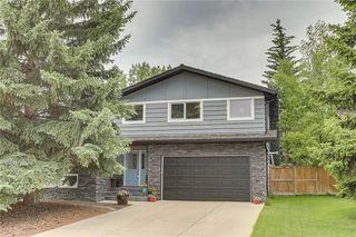 Photo 1: 136 OAKMOUNT Road SW in Calgary: Oakridge Detached for sale : MLS®# C4255833
