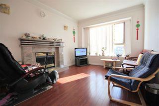 "Photo 4: 5657 KERR Street in Vancouver: Collingwood VE House for sale in ""Collingwood"" (Vancouver East)  : MLS®# R2384595"