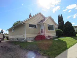 Photo 1: 10103 99 Avenue in Morinville: House for rent