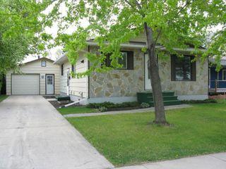 Photo 1: 934 De L'Eglise Avenue in Winnipeg: Fort Garry / Whyte Ridge / St Norbert Residential for sale (South Winnipeg)  : MLS®# 1307674