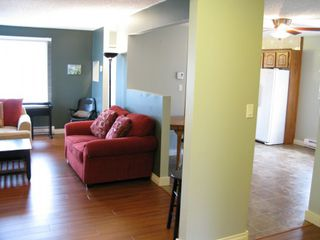 Photo 2: 934 De L'Eglise Avenue in Winnipeg: Fort Garry / Whyte Ridge / St Norbert Residential for sale (South Winnipeg)  : MLS®# 1307674